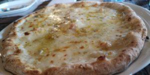 フレンチブルドッグ チーズのピザ